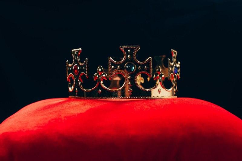Hoe 'The Crown' je op het verkeerde been zet